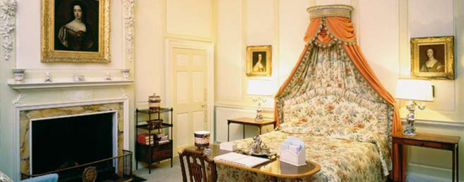 Bedroom with portrait of Queen Mary